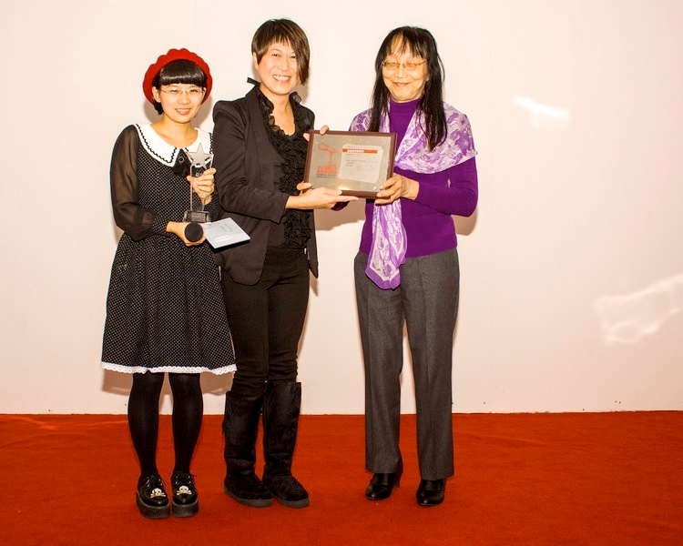 Transgender actress Joanne Leung (middle) receiving award from CRMA organizer Xiao Tie (left) and China's oldest openly transgender individual Yi Ling (right)